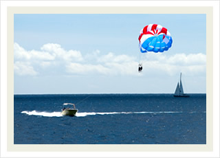 Parasail Hawaii tours and the best Oahu parasailing adventure tour discounts.
